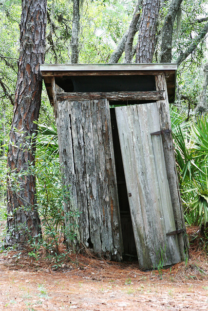 Outhouse - Richard Elzey (Flickr) CC BY-NC